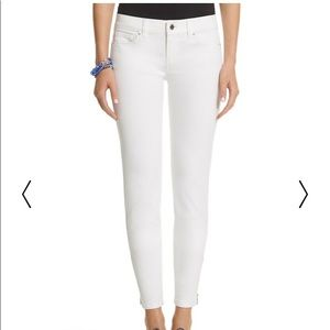 Skinny jeans in white with zipper ankle